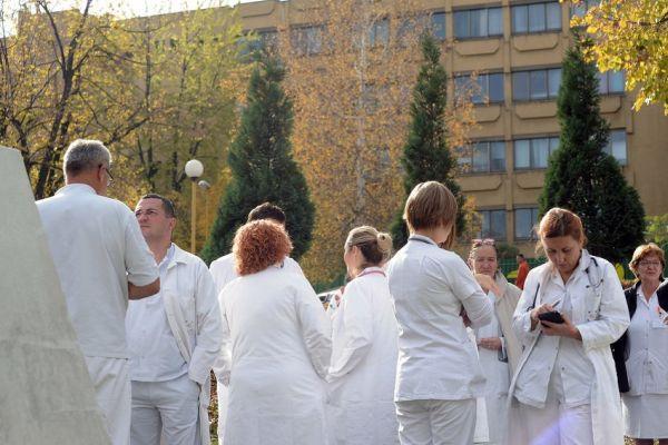 postignut nacelni dogovor o prekidu strajka doktora u tuzlanskom kantonu