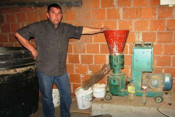 bosanska snalazljivost proizvodi pelet od ambrozije i grije cijelu kucu