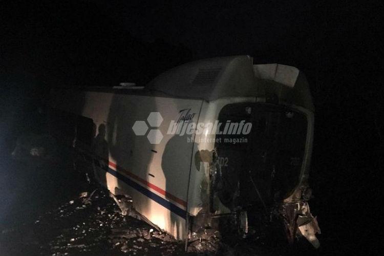 voz kod capljine izletio iz sina masinovoda prebacen u bolnicu na vozu pricinjena velika materijalna steta