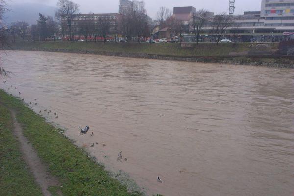 u rijeci bosni kod visokog pronadeno bezivotno tijelo