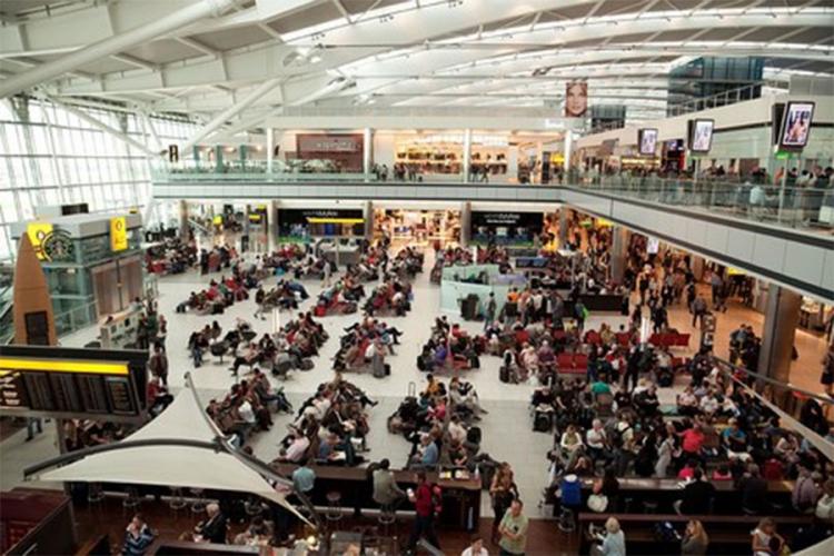 hiljade putnika blokirano na aerodromu u londonu