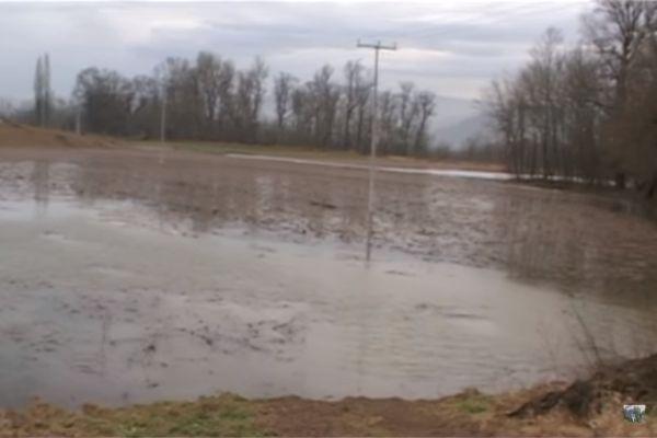 u gracanici rijeka spreca poplavila poljoprivredno zemljiste