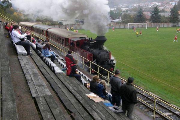 kroz ovaj stadion tokom utakmice prolaze vozovi