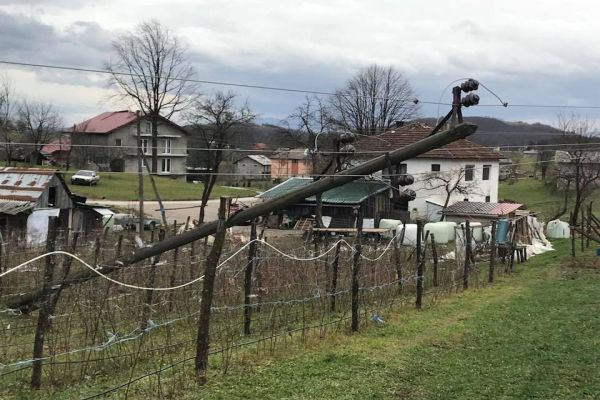 nakon bosanske krupe i cazin proglasava stanje prirodne nesrece