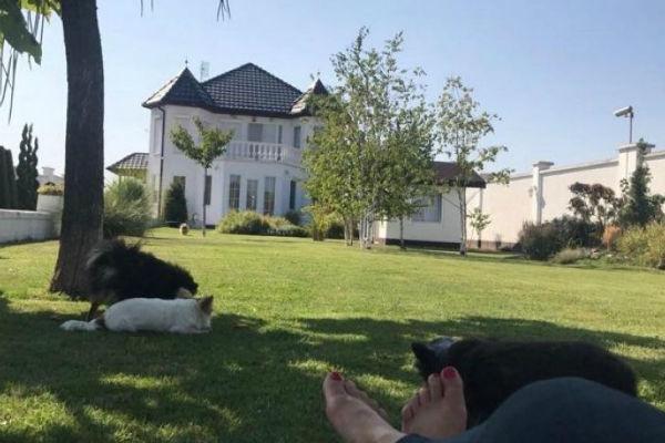 dvorac srpske pjevacice od kojeg zastaje dah potrosila 500 000 eura za kucu izvan beograda
