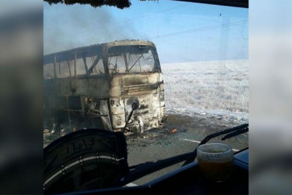 stravicna nesreca autobus izgorio na cesti poginula 52 putnika