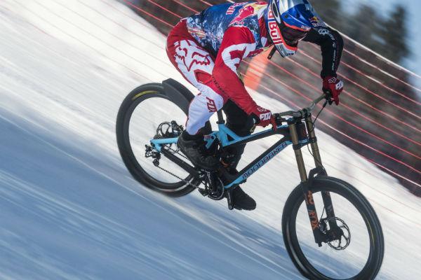 spust biciklom niz skijasku stazu