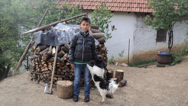 markova 15 potresna prica prije tri godine ostao je bez porodice ali je za bozic sam u svom domu zapalio svijecu i docekivao goste