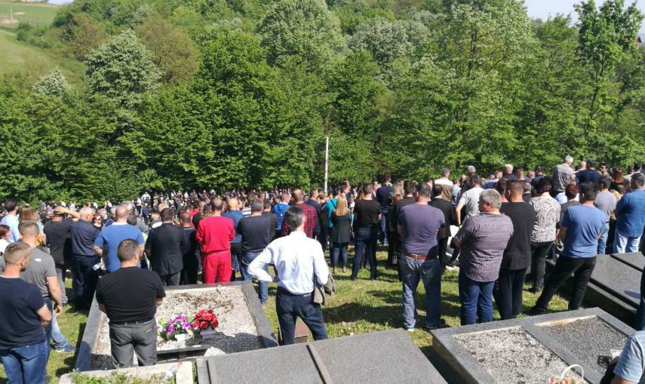 Rezultat slika za Sahranjen ugledni biznismen: Hiljade ljudi posljednji put ispratile Slavišu Krunića
