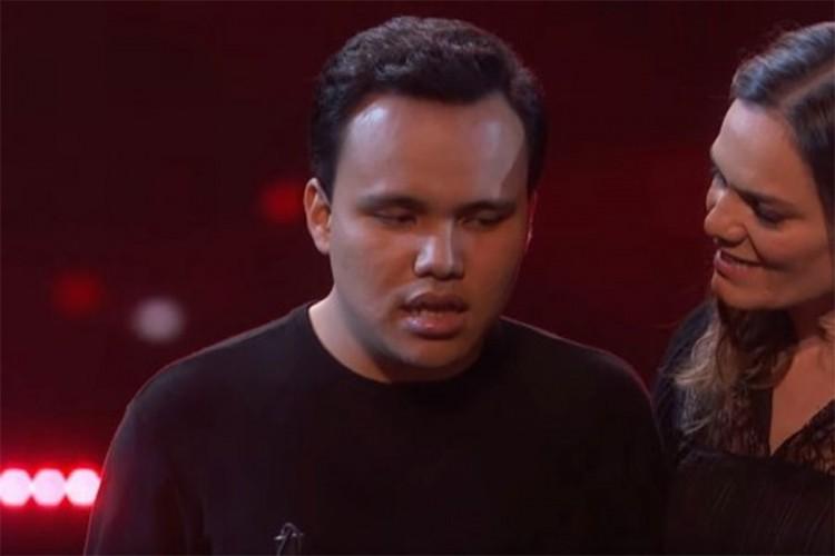 slijepe emisije tko je Joe r b pjevač izlazi