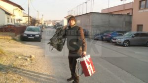 Emotivan susret: Fikret Dedić, koji je robijao zbog krađe tri metra drva, jutros zagrlio svoju djecu
