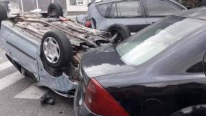 Saobraćajna nesreća u Konjicu: Automobil završio na krovu