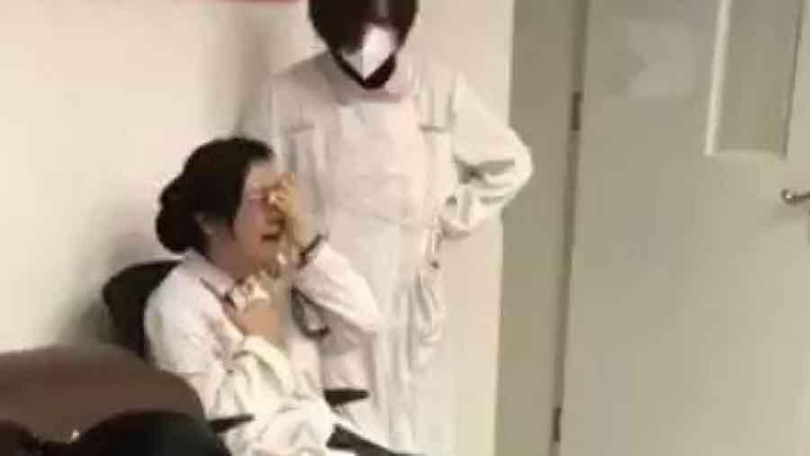 """""""Ne mogu više"""" – Potresni snimci iz bolnice u Vuhanu, medicinska sestra doživjela nervni slom zbog koronavirusa"""