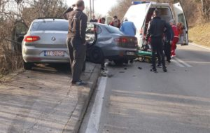 Teška saobraćajna nesreća u Grudama: Passat i Seat završili pored ceste