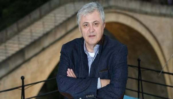 """Safet Orucevic - Safet Oručević: """"Poznajem Bakira privatno, bio je jako hrabar u ratu, bezobrazan je ko god omalovažava njegove ratne zasluge"""""""