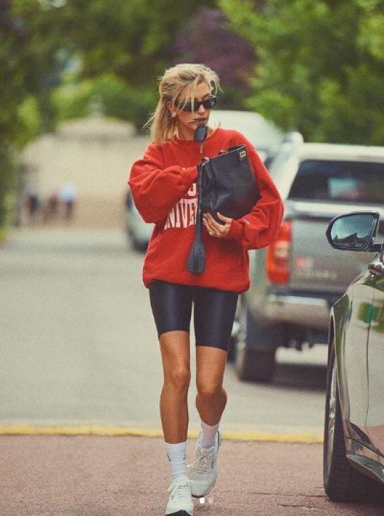 Hailey Bieber - Voljeli ga ili ne, ovaj komad odjeće se vratio u modu