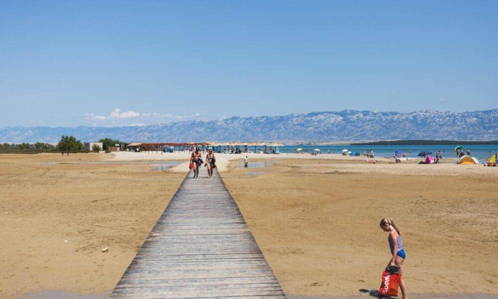 Pogledajte prizore s popularnih hrvatskih plaža prije i za vrijeme korone