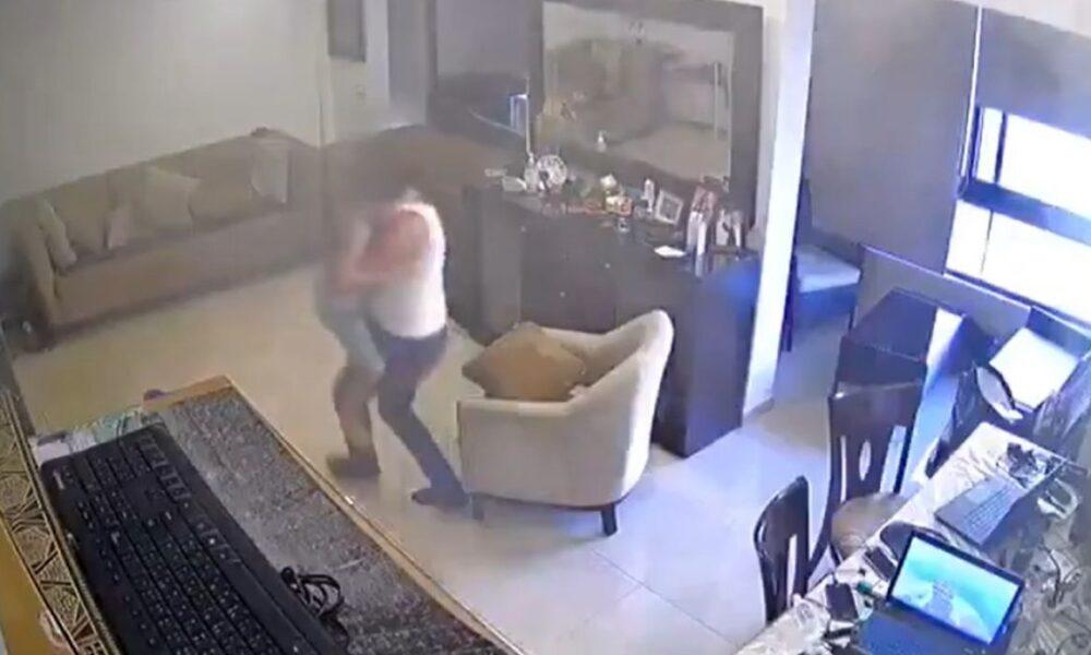 Potresni snimak iz Bejruta: Otac tješi i pokušava spasiti sina u trenutku eksplozije