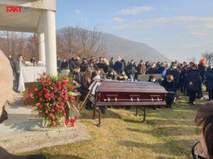 Više od 1.000 ljudi na sahrani Pere Gudelja: Mogao je biti sa velikim ljudima, a uvijek je bio sa malima