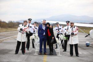 Biznismen Semir Alić sletio avionom i na bajkovit način zaprosio djevojku