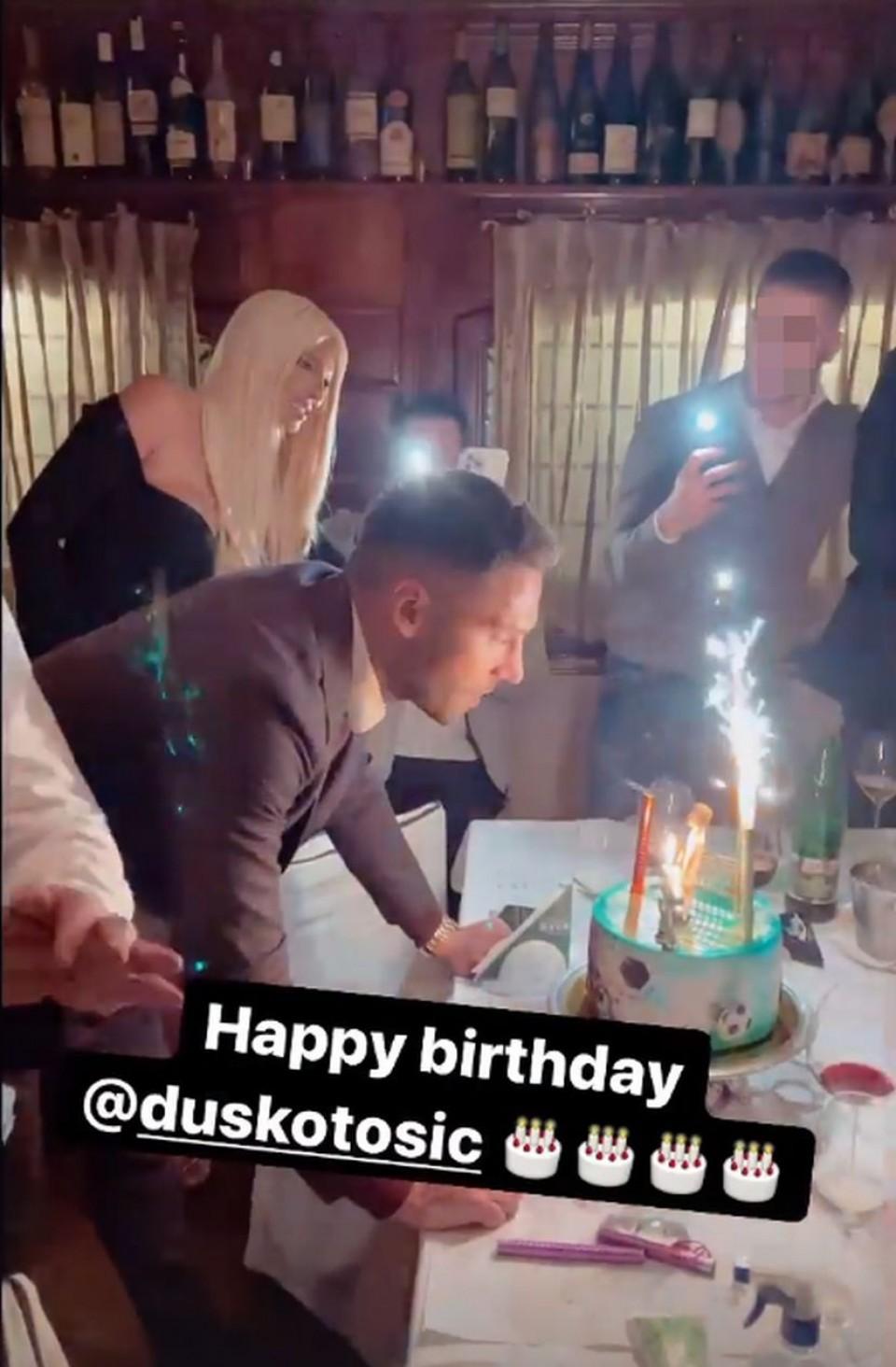 Duško Tošić proslavio rođendan, Jelena nije skidala osmijeh sa lica:  Fudbaler zaplesao sa Karleušinom tetkom