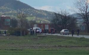 Stravična saobraćajna nesreća kod Tešnja: U sudaru kamiona i vozila poginula jedna osoba