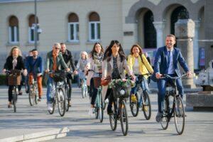 Prizori iz Banje Luke: Gradonačelnik i zaposleni Gradske uprave biciklom na posao
