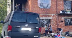 Pronađena 32 migranta u napuštenoj kući, radi se o osam porodica sa djecom