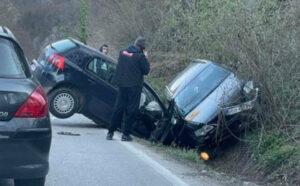 Težak sudar tri vozila kod Kladnja: Povrijeđena jedna osoba