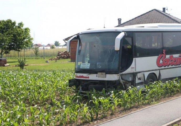 Vozač spasio pun autobus djece