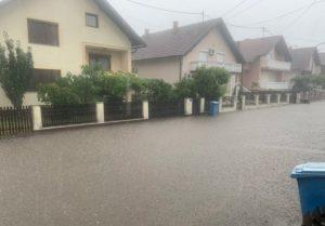 Danas situacija u Modriči bolja: U toku čišćenje mulja, planirana dezinfekcija svih ulica