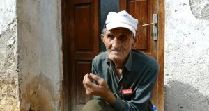 Huso Huskić ima 92 godine i nikada se nije ženio, zdravo živi pa nema ni zdravstvenu knjižicu!
